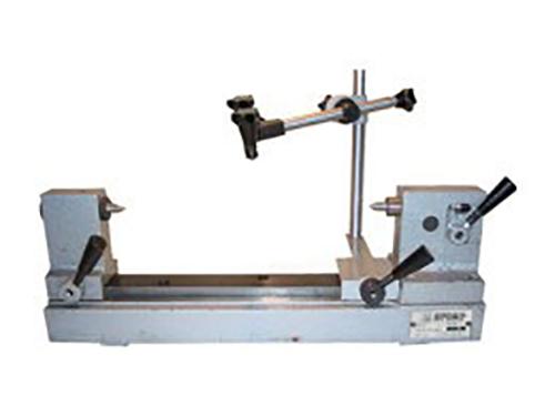 Прибор для проверки изделий на биение в центрах модели ПБ-500М